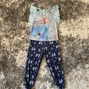 Little girl Frozen 2 pjs